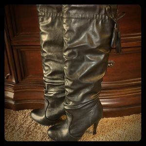 Shoes - Black heeled boots with tassels